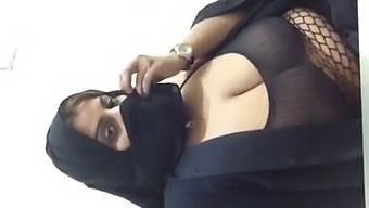 Arab Slut Showing On Cam 3